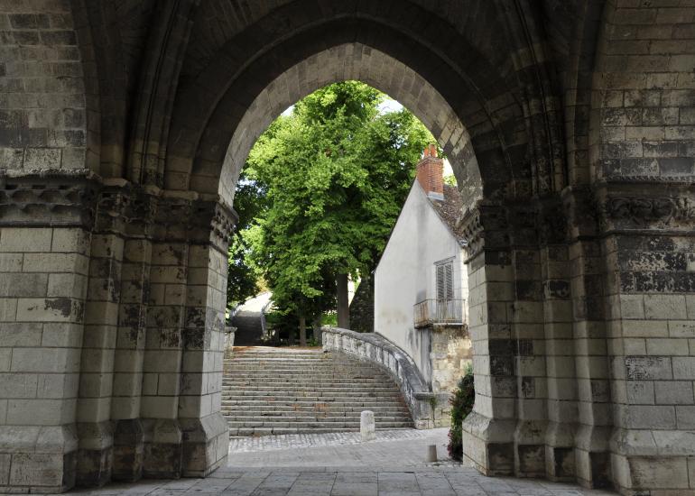 collegiale de Saint-Aignan-porche-roman