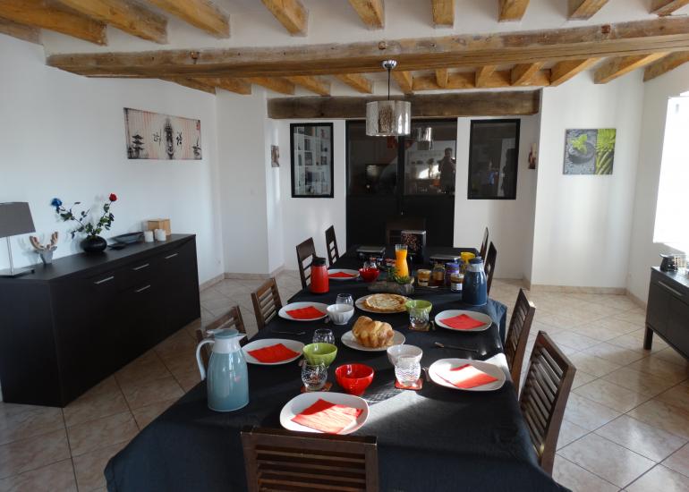 salle à manger et petit déjeuner