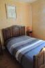 une chambre avec lit de 140