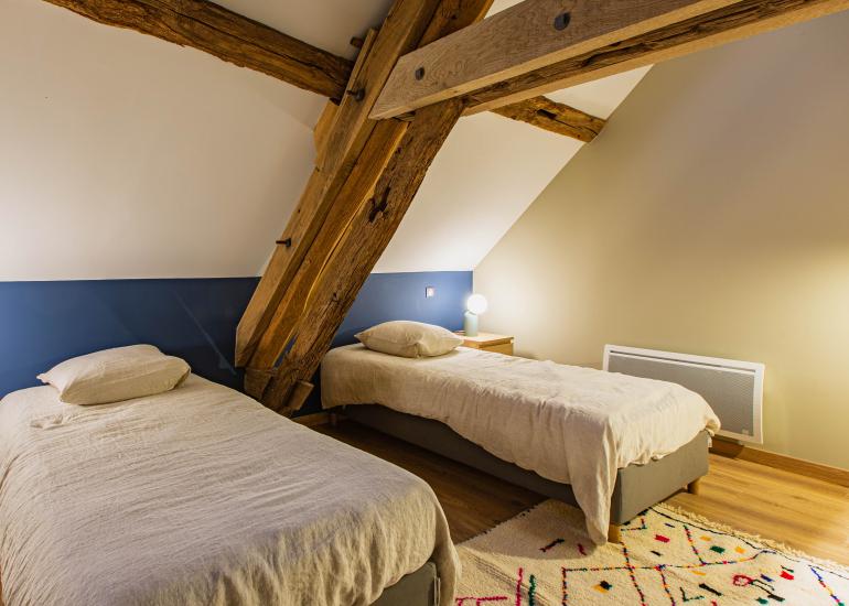 Chambre à deux lits, à l'étage