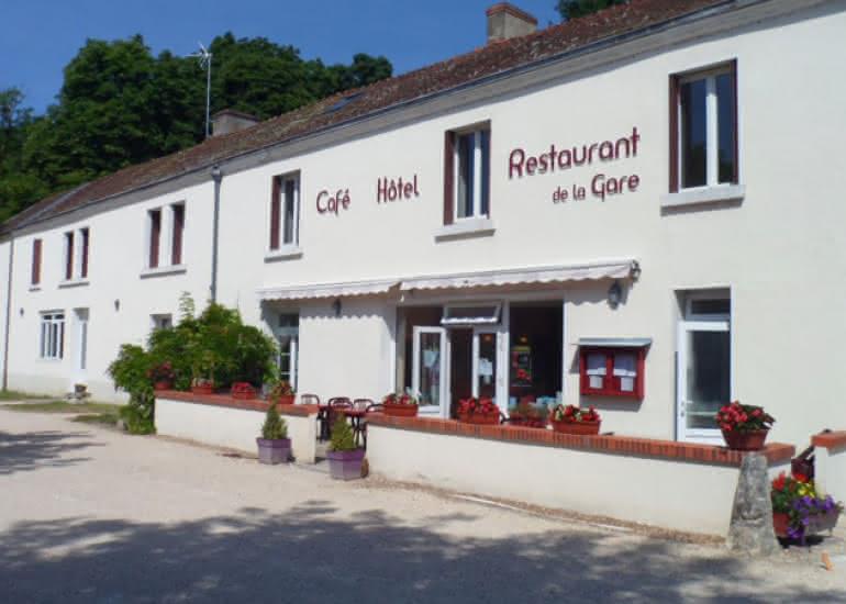 façade---Hôtel-Restaurant-Gare-Onzain-web