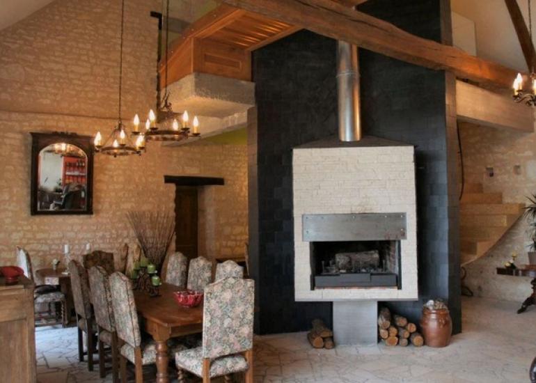 Ferme-de-couffy grande salle à manger avec cheminée