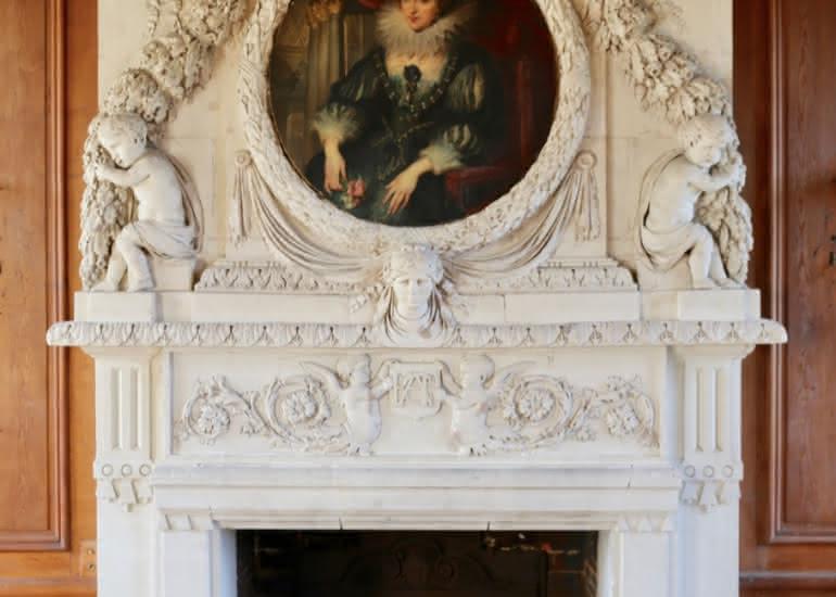 Chateau_du_Gue-Pean_Grande_cheminee_classee