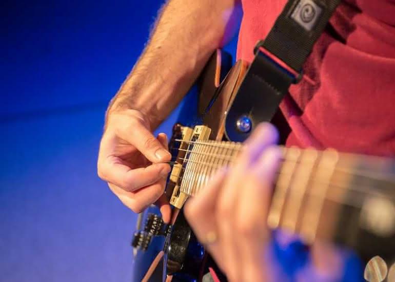 concert-fete-de-la-musique-contres-guitare-electrique