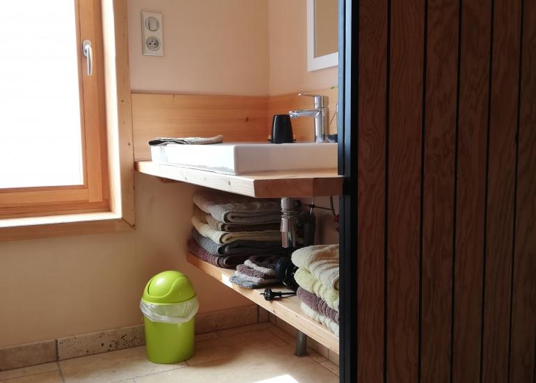 Harmonies-Gite-bioclimatique-une-des-salles-d-eau