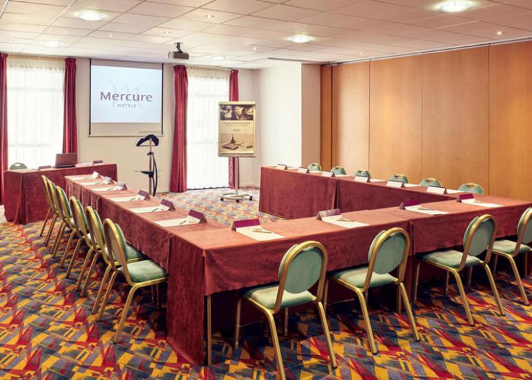 Hotel-mercure-salle-de-reunion-en-U-blois©Hotel-Mercure-Blois-Centre