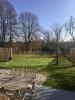 la terrasse exposée sud dans le jardin et le mur d'enceinte du parc de Chambord