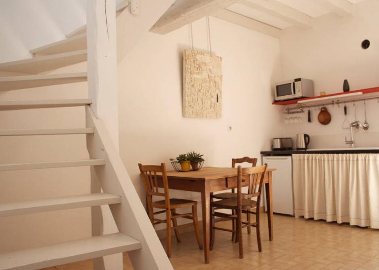 La-petite-maison-d'à-côté - séjour/cuisine