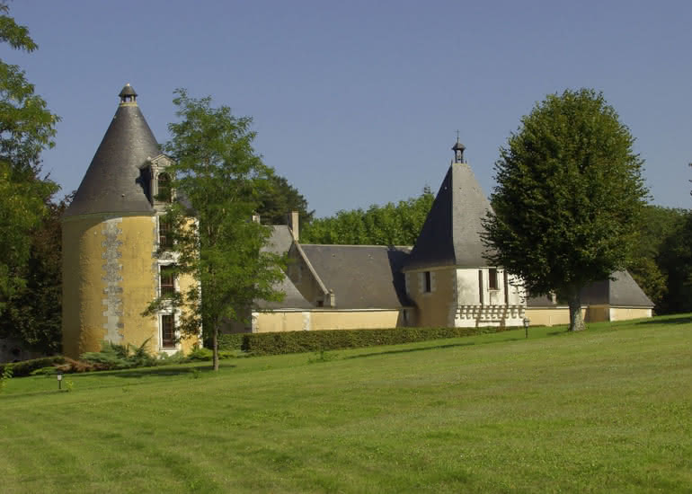 La-Tour-Ronde-Parc-du-Chateau-de-la-Menaudiere