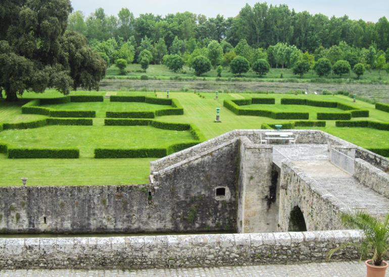Parc-et-Jardins-du-Chateau-de-St-Denis-Sur-Loire--2-