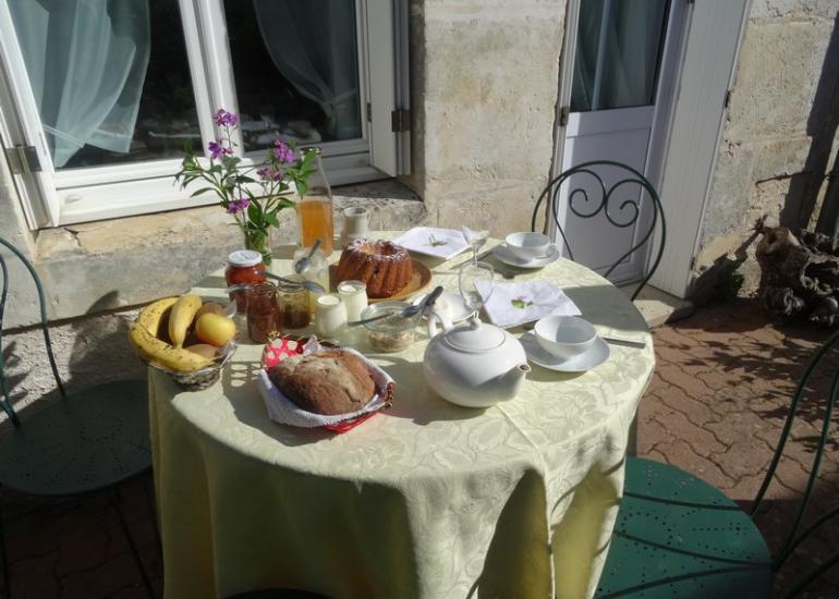 Petit-déjeuner-Chambres-d'hôtes-l'Atelier-du-Coudray-à-Villiers-sur-Loir