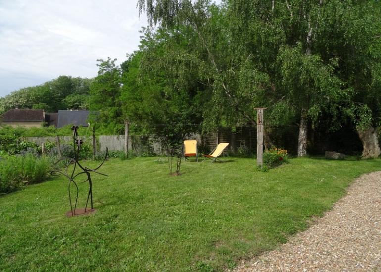 Sculpture-dans-le-jardin-maison-d'hôtes-l'Atelier-du-Coudray-à-Villiers-sur-Loir