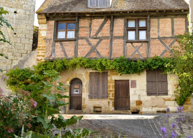 sologne-mennetou-village-medieval-maison-colombage