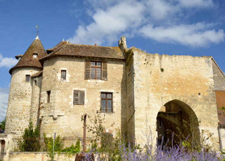 sologne-mennetou-village-medieval-prieure
