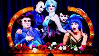 Comic opera show «The Opera Locos» à la Pyramide