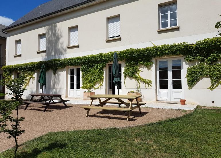 Le salon ouvre sur la terrasse LA GRANDE MAISON/GITE DE GROUPE