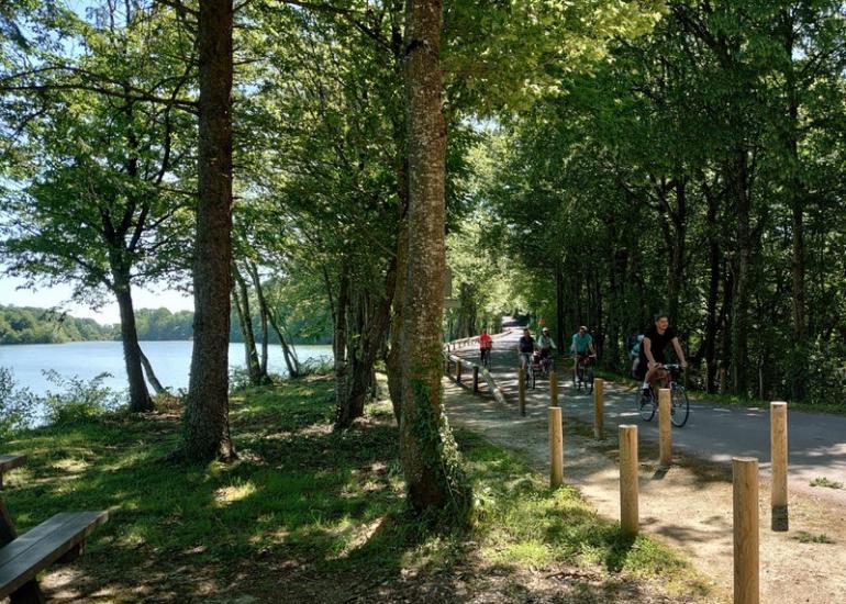 Vélo-en-famille-au-Domaine-de-Boisvinet-au-Plessis-Dorin