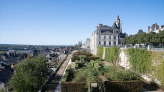 Jardins de l'Evêché (terrasse et roseraie) au coeur de la ville royale de Blois