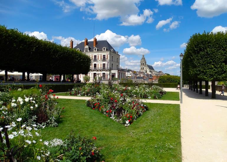 vue-maison-de-la-magie-et-cathedrale-st-louis-blois-Yann-Couty-ADT41