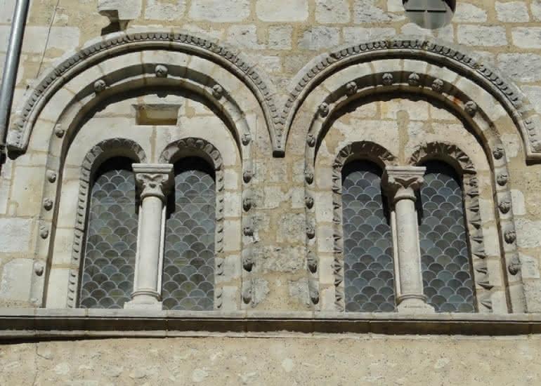 Fenêtres-anciens-greniers-Abbaye-Vendôme
